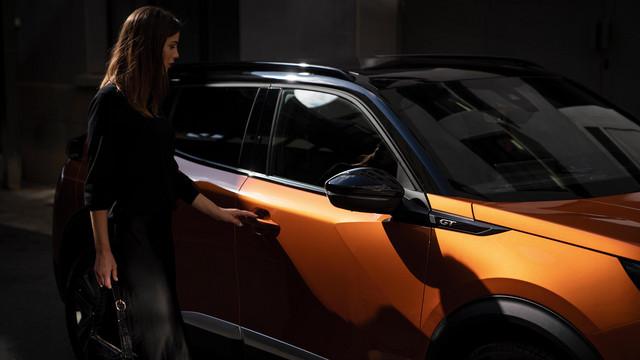Nouveau SUV PEUGEOT 2008 : le SUV compact, dynamique et efficient