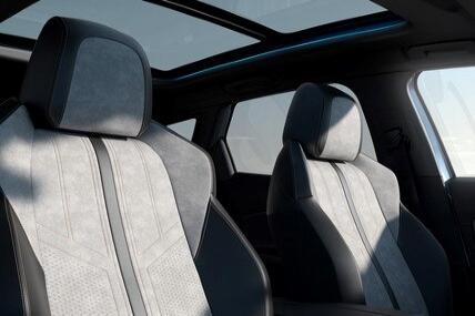 Novi SUV PEUGEOT 3008 HYBRID – enterijer i panoramski krov